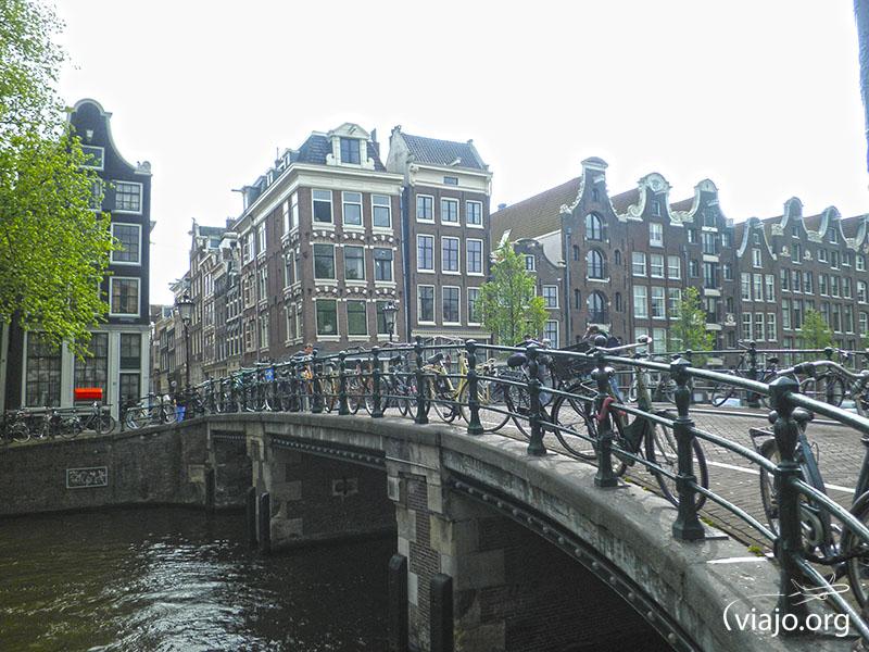 En Ámsterdam hay más bicis que habitantes ;)