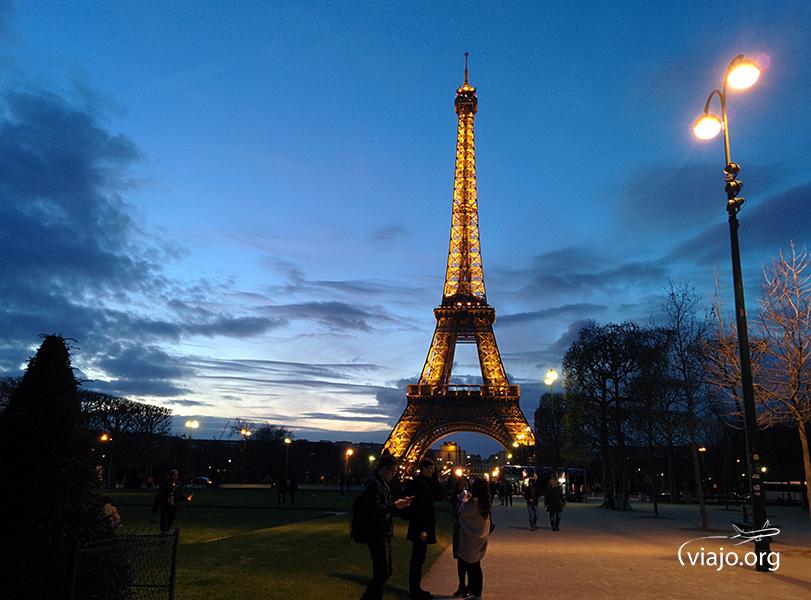 Torre Eiffel - Alumbrado dorado